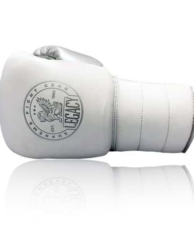 Snörad boxningshandske