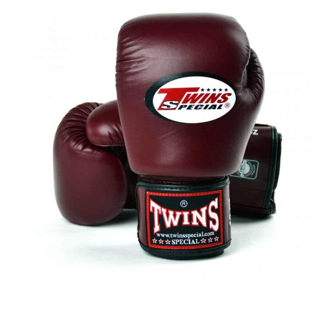 Boxningshandskar från Twins i färgen maroon, kardborrelåsning och gjorda i 100% läder