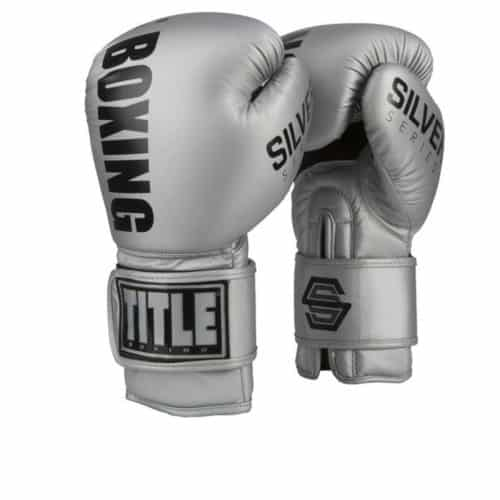 Boxningshandske i silvrigt läder med kardborrelåsning och stopning av hög densitet