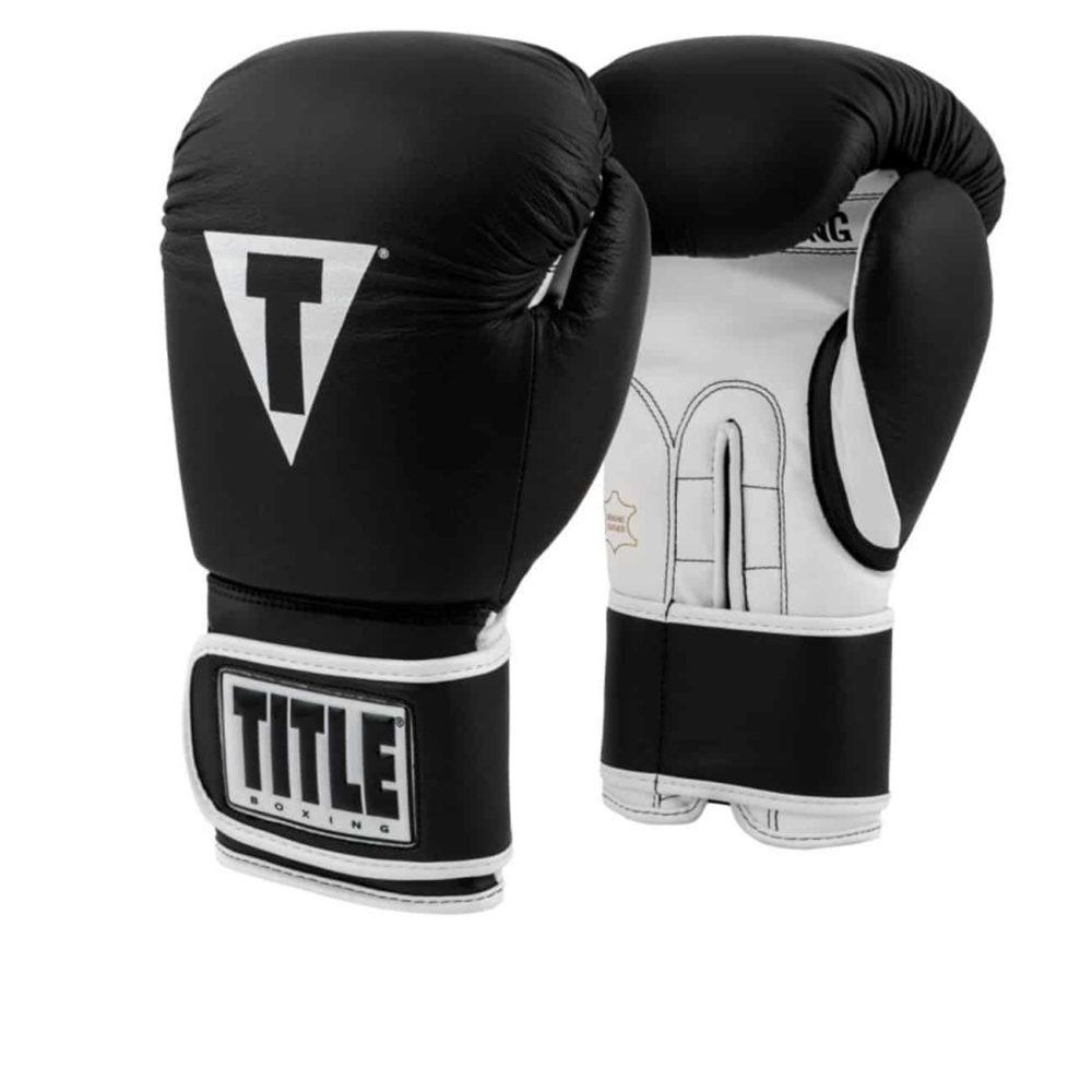 Svart och vit boxningshandske i läder. ardborrelåsning och med bra stoppning.